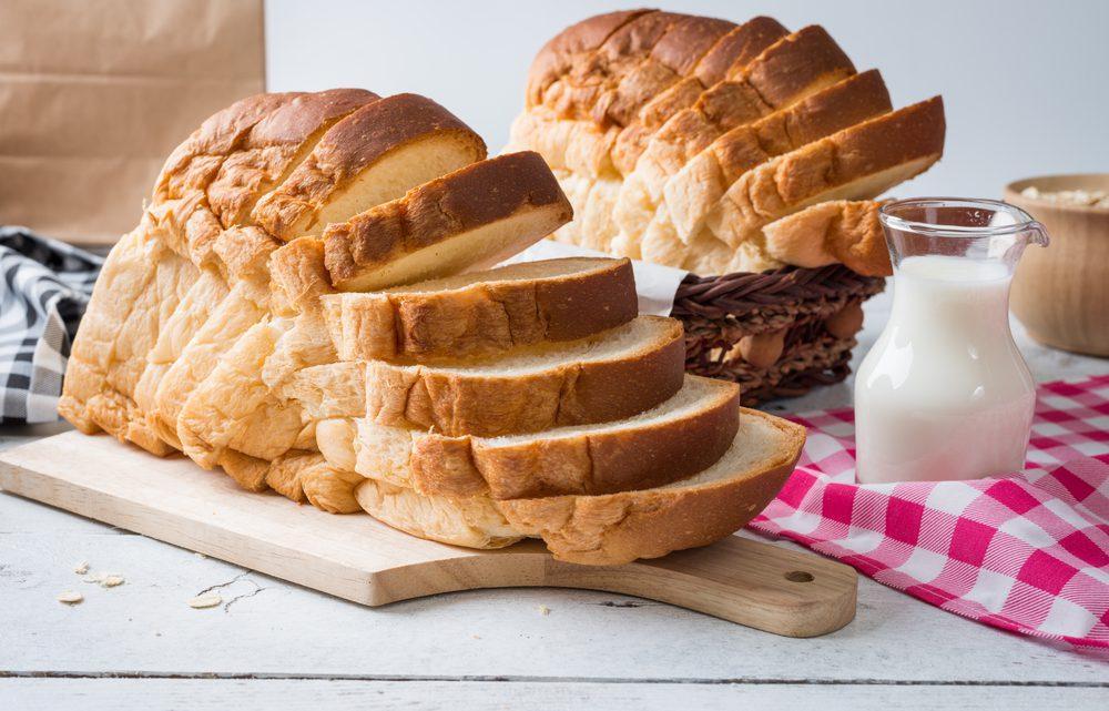 Wit brood bakken zonder broodbakmachine